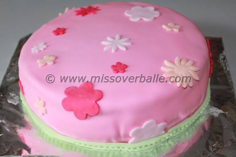 Red Colour Cake Images : Softly Coloured Birthday Cakes   Miss Overballe